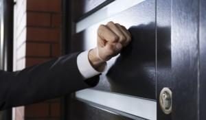 Могут ли коллекторы заявиться в дом к должнику