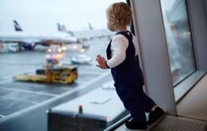 Со скольки лет ребенок может лететь на самолете самостоятельно
