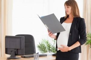Какие положены выплаты беременным работающим женщинам в 2016 году