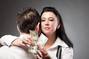 Когда женщина платит алименты?