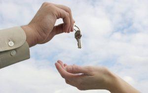 Можно ли после приватизации продать квартиру