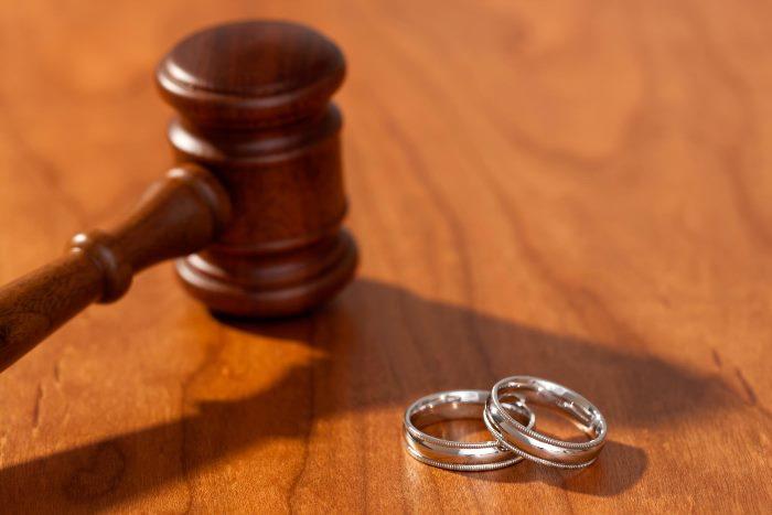 Какие вопросы суд разрешает в бракоразводном процессе