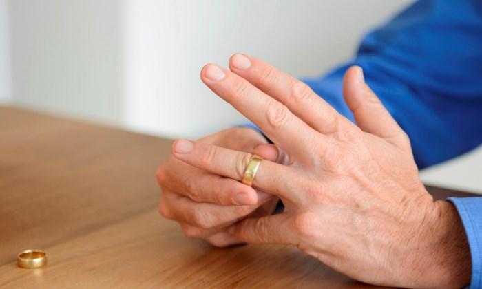 Подача иска о расторжении брака