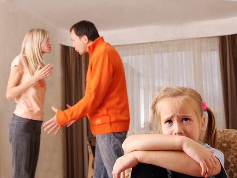 Очевидный вред для ребенка от расставания родителей