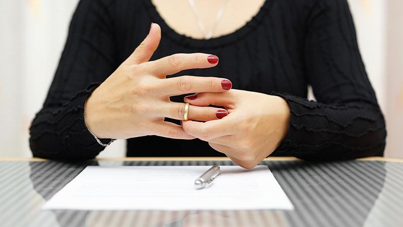 Как подать заявление на развод в суд без мужа